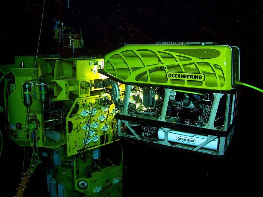 ROV_working_on_a_subsea_structure_SPRINT-Nav